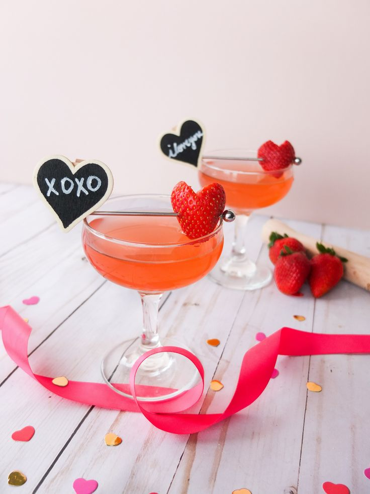 The best Strawberry Daiquiri recipe is a perfect last minute Valentine's Day cocktail. All you need is 4 ingredients to make this rum cocktail. It's also perfect for summer drinks and just as a classic cocktail recipe. #ValentinesDay #ValentinesDayFood #Strawberry #Rum #rumdrink #cocktail