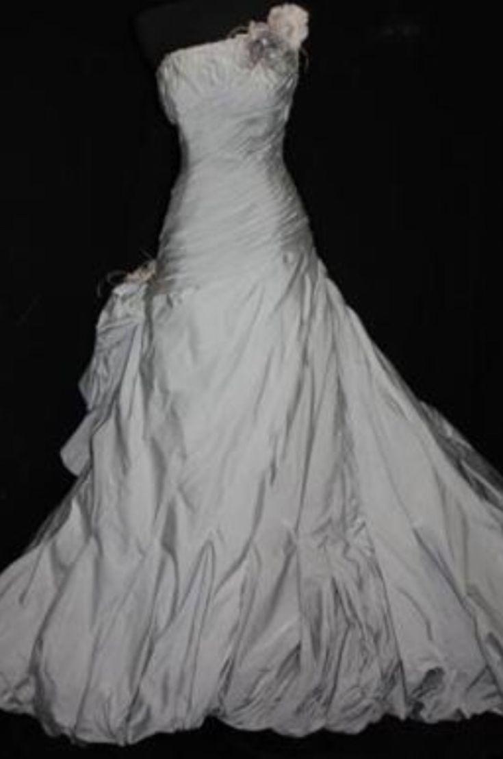 "Ian Stuart ""Maxime"" Wedding Dress for sale on www.sellmyweddingdress.co.uk Size 10-12. £500   http://www.sellmyweddingdress.co.uk/listing/ian-stuart-wedding-dress/2096  #ianstuartbride"