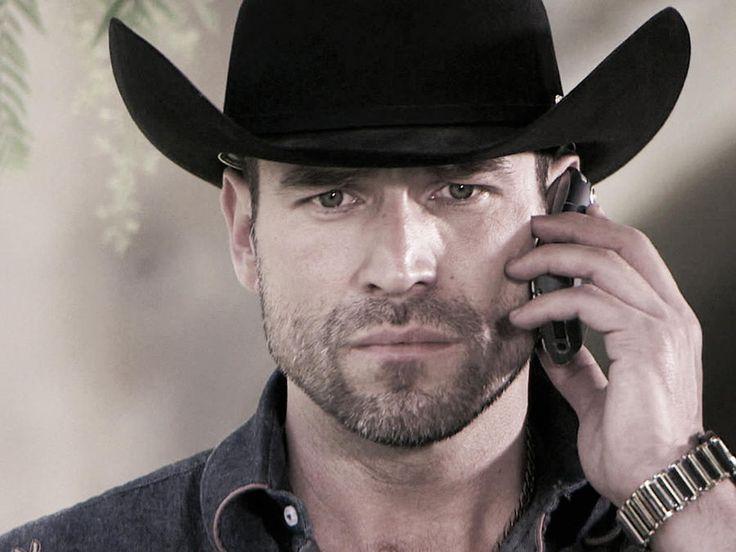 Rafael Amaya, Aurelio Casillas, llamando por celular, El Señor de los Cielos Tercera Temporada