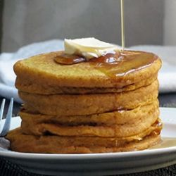 {recipe} Fluffy pumpkin pancakes with cozy autumn spices. Mmm!