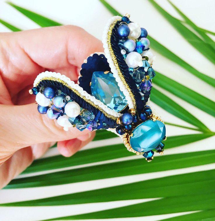 BROCHE INSECTE, Broche scarabée Swarovski, broche brodée, broche femme accessoire unique et original par JewelrybeadsTresors sur Etsy https://www.etsy.com/fr/listing/584676612/broche-insecte-broche-scarabee-swarovski