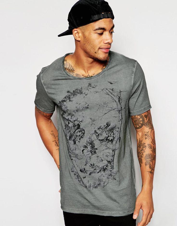 Imagen 1 de Camiseta larga con estampado de calavera y acabado teñido con bordes sin rematar de ASOS
