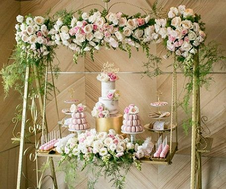 Garden swing wedding cake by Cupcakes by Rita, Australia. See more suspended wedding cakes at: http://cake-geek.com/index.php/suspended-wedding-cakes/