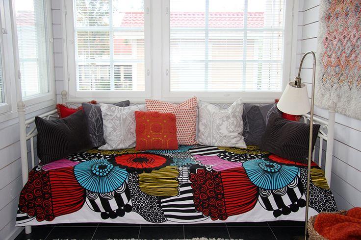 Bed cover made of Marimekko's Siirtolapuutarha-fabric