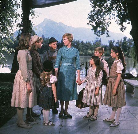 """The Sound of Music"" Julie Andrews, Charmain Carr, Nicholas Hamond, Angela Cartwright, Heather Menzies, Duane Chase, Debbie Turner, Kym Karath / 1965 20th"
