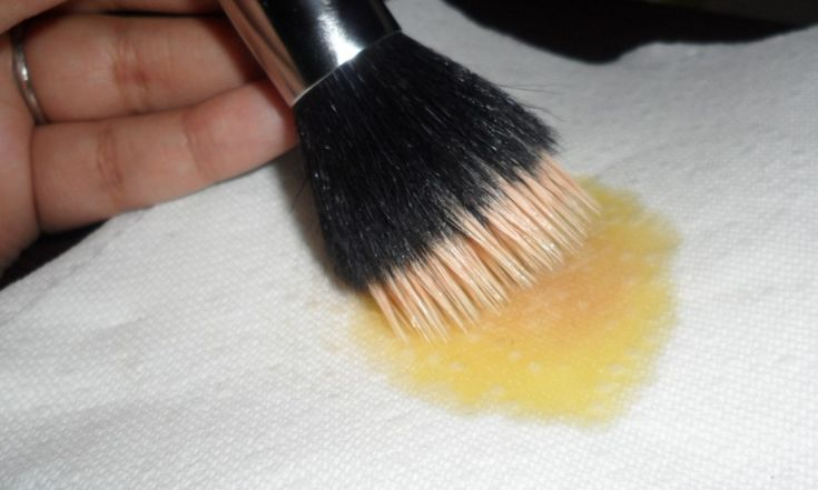 How to clean AND soften your makeup brushes. Great info and easy to do!