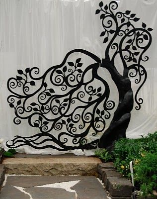 STUNNING!!  Garden gate..link to blog with beautiful iron work!