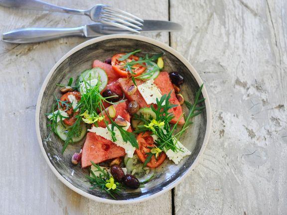 Salat mit Gurke, Tomate, Wassermelone und Rucola ist ein Rezept mit frischen Zutaten aus der Kategorie Fruchtgemüse. Probieren Sie dieses und weitere Rezepte von EAT SMARTER!