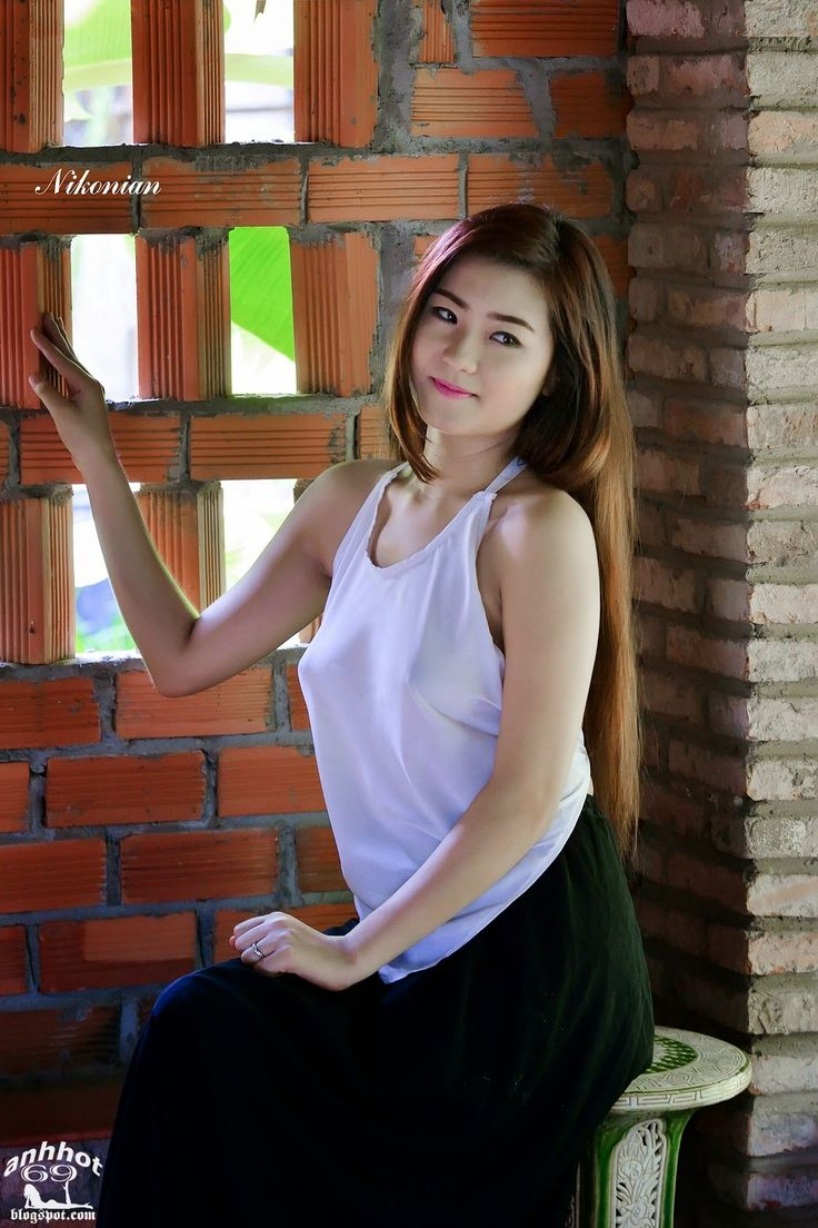 Vietnamese long dress | Sản phẩm làm đẹp, Áo dài, Phụ nữ