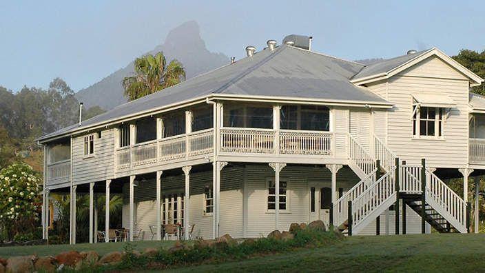 1000 images about old queenslander homes on pinterest for Classic queenslander house