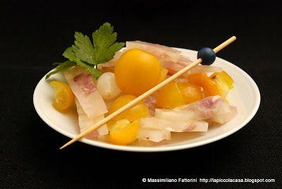 la carne e il finger food: insalata di nervetti con pomodori datterini gialli e confettura di cipolle e arancia amara    http://lapiccolacasa.blogspot.it/2012/12/la-carne-e-il-finger-food-insalata-di.html