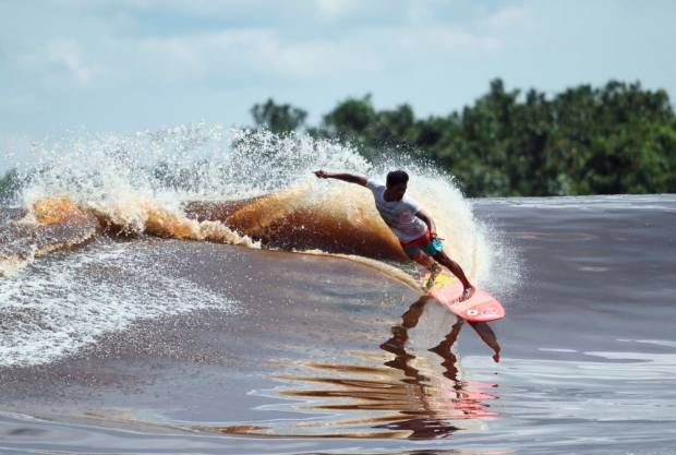Yuk, Surfing di Gelombang Bono Sungai Kampar, Riau