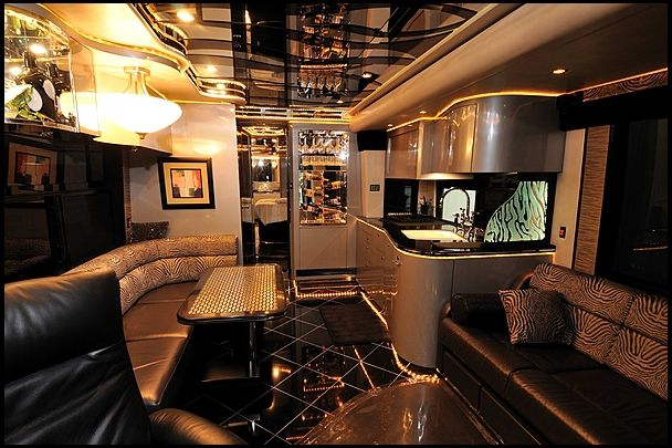 2006 prevost h3 45 coach conversion by featherlite vantare mecum kissimmee wherethecarsare. Black Bedroom Furniture Sets. Home Design Ideas