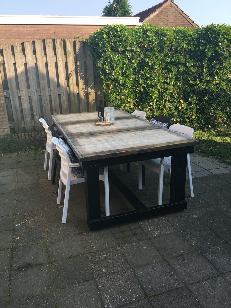 Steenschotten tafel met zwart gebeitste douglas houten for Tafel van steenschotten