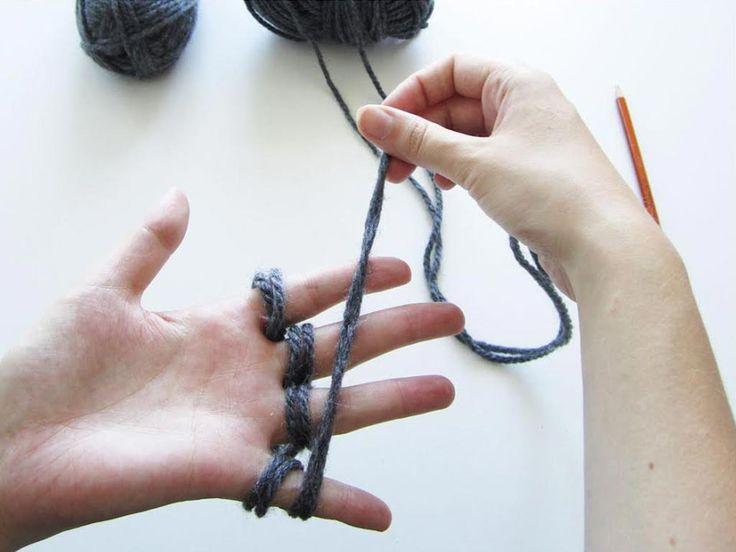 DIY-Anleitung: Einen Schal mit den Fingern stricken via DaWanda.com
