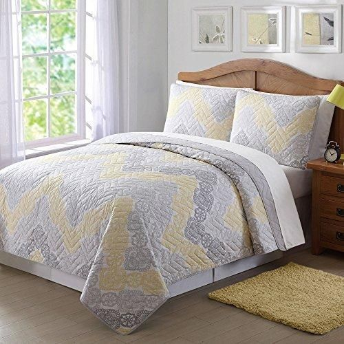 Full Queen Neutral Grey Bohemian Quilt Set Light Yellow Antique Lace Chevron Casual Floral Zig Zag V Shaped Jagged Lines Pattern Classic Adult Bedding