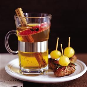 Warm Cider Punch recipe ... bourbon, cider, apples and spices.  Mmmm.