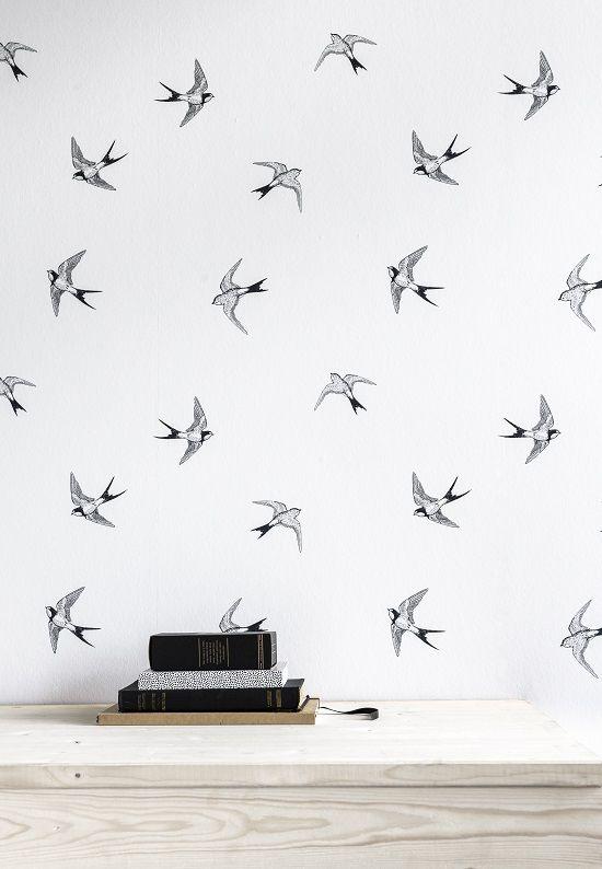 KARWEI | Met dit behang met zwaluwen geef je jouw kamer op een gemakkelijke manier een nieuwe uitstraling volgens de laatste woontrends.