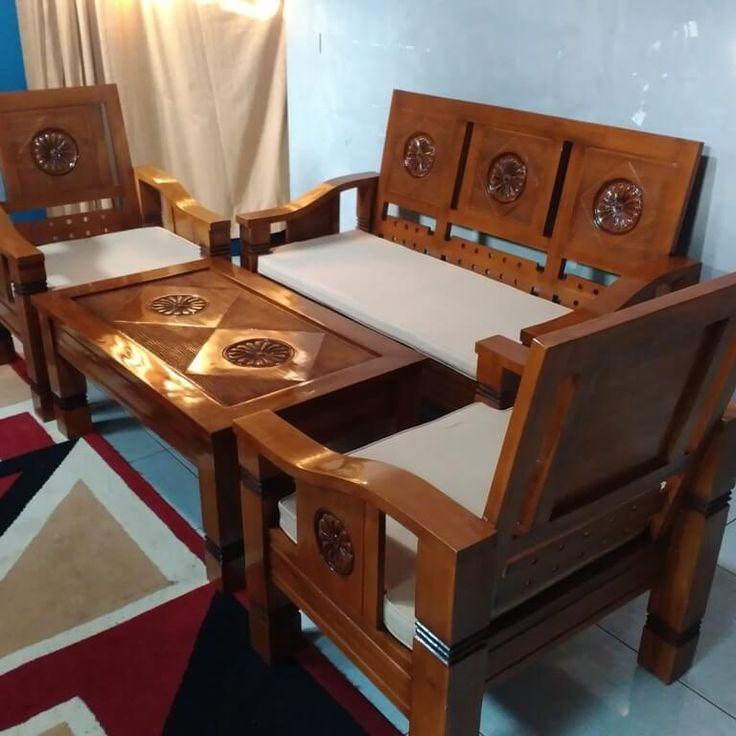 Set Kursi Tamu Flamboyan Matahari R-9AU terbuat dari material kayu jati terdapat motif ukiran jepara matahari yang dapat mempercantik ruang tamu rumah anda.