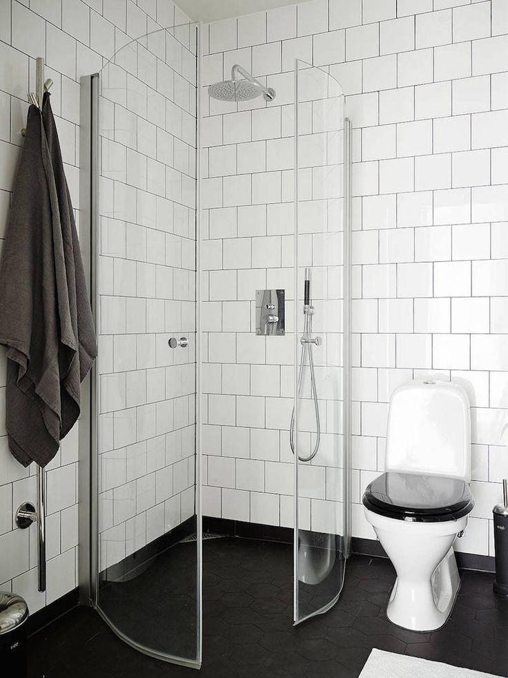 elegantti-mustavalkoinen-sisustus-kylpyhuone-valkoinen-laatta