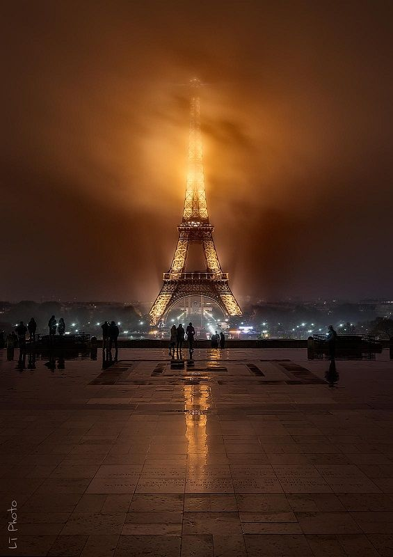 Foggy night at the Eiffel Tower in Paris • photo: Javier de la Torre