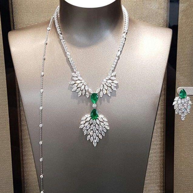 Stunning Emerald necklace by Piaget !! #piagetjewelry #necklace #emeraldnecklace #emeraldjewelry #piaget #finejewelry #finejewellery #luxuryjewelry #luxuryjewellery #highjewelry #highjewellery #jewelperspective #hautejoaillerie #hautecouture