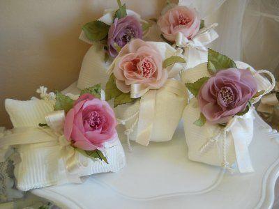 Bomboniera con cuscino e sacchetto con fiore cod. 24H - 24H1 linea matrimonio - comunione