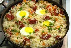 O Arroz Carreteiro é um prato único tradicional, delicioso e que sempre faz o maior sucesso. Aproveite! Veja Também:Arroz de Forno com Frango e Mussarela