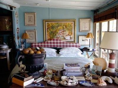 Gezellig rommelige slaapkamer, leuk lampje..