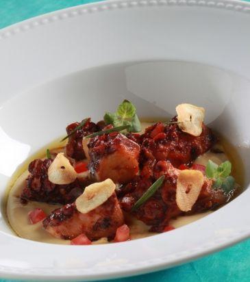 Χταπόδι μαγειρευτό με καραμελωμένα κρεμμύδια και φάβα | Γιάννης Λουκάκος
