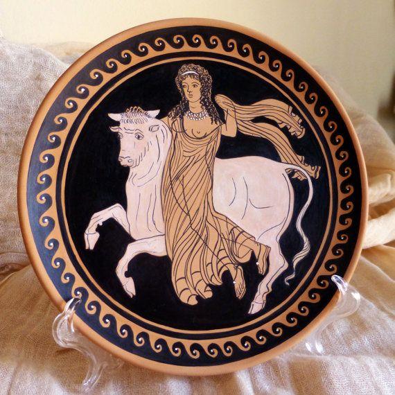 Piatto decorativo antica Grecia. Europa rapita dal Toro. Terracotta dipinta a…