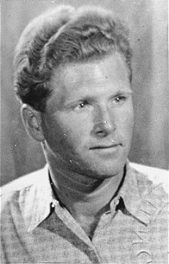 Aart Bouter, a Jehovah's Witness, was arrested by the Dutch police and deported to Sachsenhausen concentration camp. The Netherlands, date uncertain.