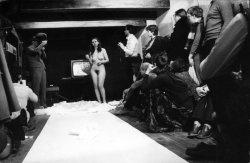 """¡El matrimonio está en tu contra! Performance  O.N. Gallery, Poznan, 1980   Apareció vestida de novia con una lámina transparente donde escribió """"For Men"""", procedió a cortar la lámina y el propio vestido con unas tijeras mientras la marcha nupcial sonaba para que finalmente acabara desnuda ante el público."""