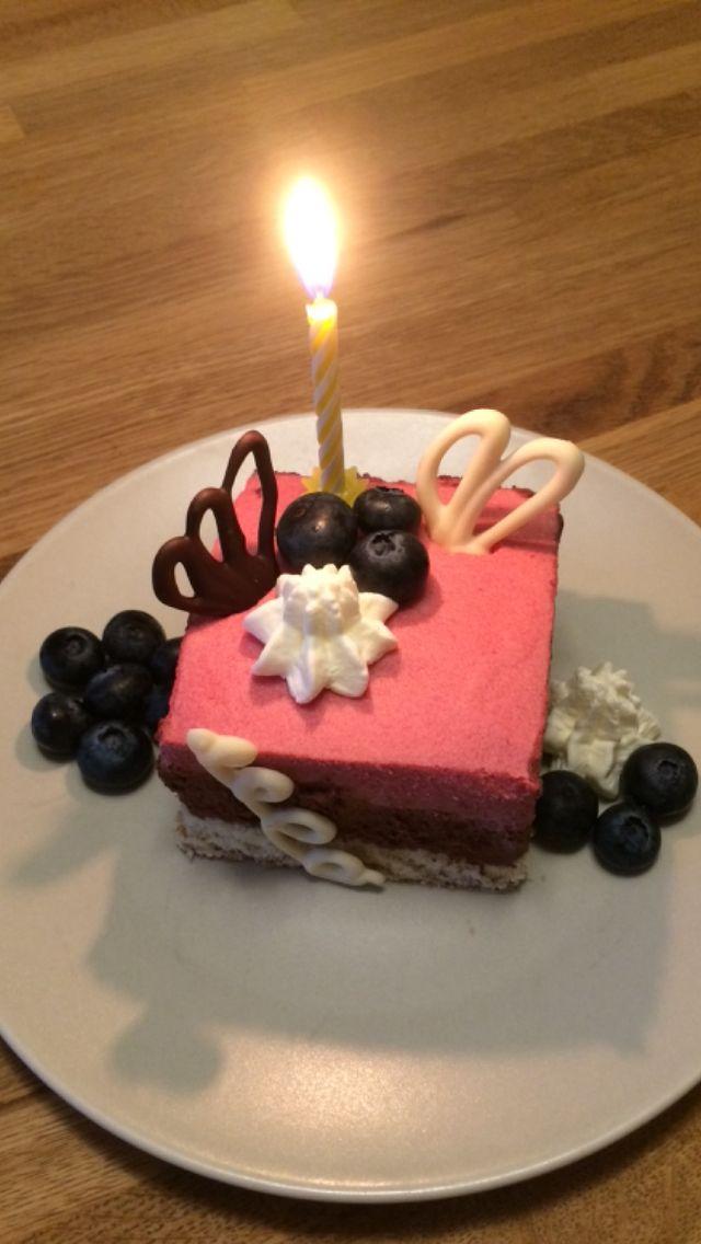 Dessert rasberry chocolate blueberry mousse, bakelse hallonmousse choklad