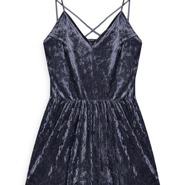 Mono corto de terciopelo azul marino  Categoría:#primark_mujer #ropa_de_mujer #vestidos en #PRIMARK #PRIMANIA #primarkespaña  Más detalles en: http://ift.tt/2iwKCeD