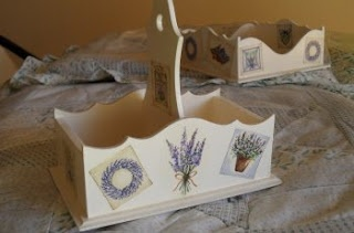 Decoupaged Lavander on Cream Tea Basket and Napkins Holder - Manualidades Kitty Valerie
