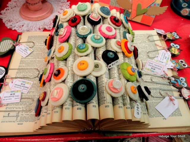 Neat display of button rings using the pages of an old dictionary.