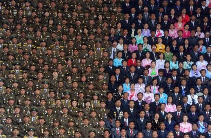 Het publiek bij een evenement in Noord-Korea lijkt wel met Photoshop te zijn gemaakt