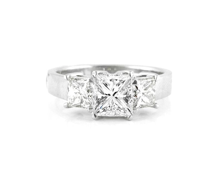 A Three Stone 18ct White Gold and Princess Cut Diamond Ring