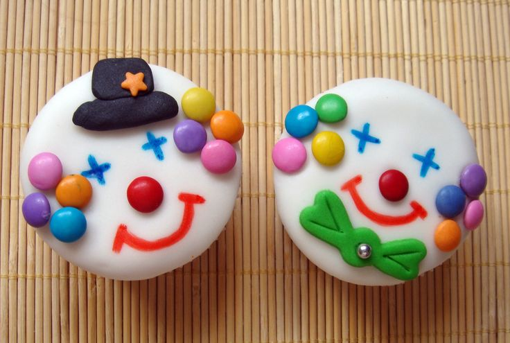 clown cupcakes...Okay I think THESE are the winners for the carnival birthday party!