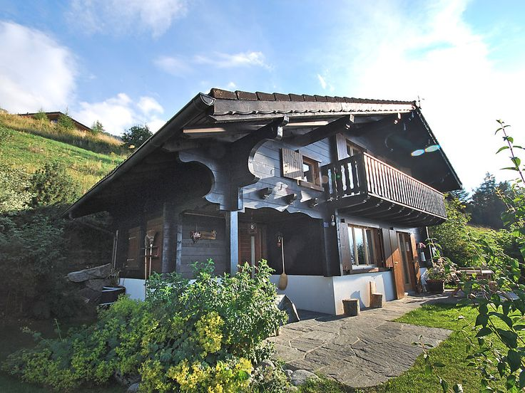 Cheechako - Chalet - NENDAZ - Switzerland - 1322 CHF 4-room chalet 100 m2. Tasteful furnishings: living/dining room with Scandinavian wood stove and cable TV. Exit to the garden. Open kitchen (oven, dishwasher, 4 induction hot plates, electric coffee ma