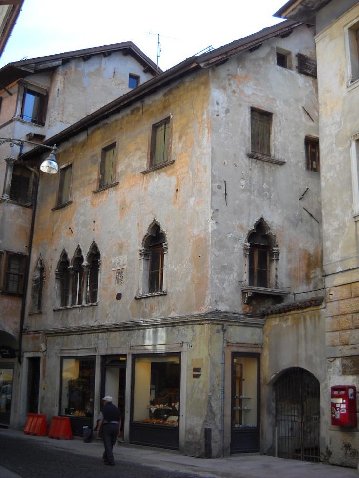 17 best images about belluno veneto on pinterest places for Casa revival gotica