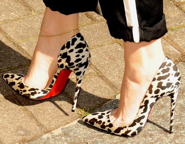 Here's a Fail-Safe Way to Style Your Black-and-White Pumps —