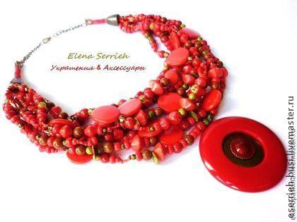Ожерелье `Carnaval brasileiro`. Яркое и оригинальное ожерелье!   Оно выполнено в красно-алых тонах с добавлением бусин цвета хаки (пластик, стекло, перламутр).  Длина ожерелья регулируется за счёт цепочки.    Ожерелье на заказ. Точный повтор не возможен.