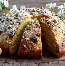 Δάνειο μιας εκλεπτυσμένης Βενετσιάνικης συνταγής, το πασχαλινό ψωμί της Κέρκυρας, η Φογάτσα όπως λέγεται, μοσχοβολά από το λικέρ του κουμ κουατ