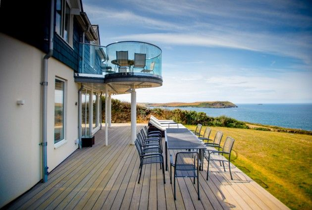 18-Inspiring-Coastal-Patio-Designs-That-Will-Fill-Your-Eyes-And-Your-Heart-1-630x424