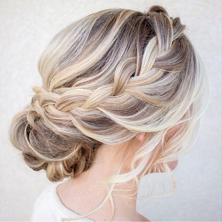 Um cabelo preso para inspirar! #noiva #bride #novia #gelin #bridestyle #hairstyle #cabelopreso #hair #cabelolindo #cabeloloiro #noivalinda #trança #tranças #inspire #inspiration #celebrate #celebrarcomestilo
