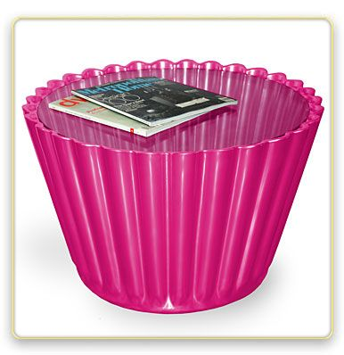 Oh lawdy....  cupcake liner table!