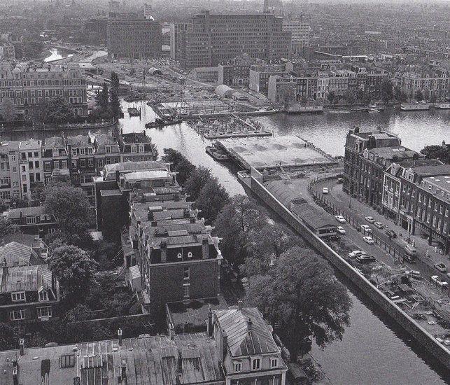 De Torontobrug, toen nog Stadhoudersbrug geheten gezien vanaf het dak van de Nederlandse Bank op het Frederiksplein in 1968