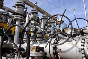 Kuwait set to import gas from Iraq Kuwait is set to begin importing up to 200 million cubic feet of gas daily from neighbouring Iraq, oil ministers from the two Arab nations said after talks on Wednesday.